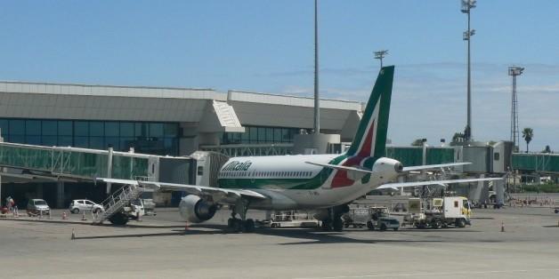Un avion d'Alitalia à l'aéroport Houari Boumediene à Alger