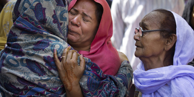 Women mourn the death of their family member who was killed in a suicide bombing, in Lahore, Pakistan, Monday, March 28, 2016. The death toll from a massive suicide bombing targeting Christians gathered on Easter in the eastern Pakistani city of Lahore rose on Monday as the country started observing a three-day mourning period following the attack. (AP Photo/B.K. Bangash)