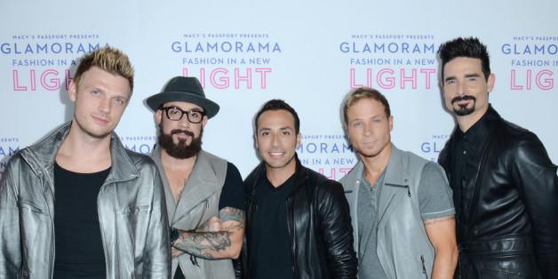 Nick, A.J. und Howie (v.l.) von den Backstreet Boys singen mit