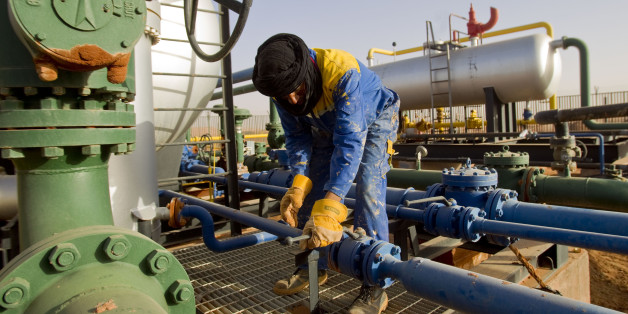 A worker is seen at the Zarzaitine gas field in In Amenas, 1,600 km (994 miles) southeast of Algiers January 22, 2013. REUTERS/Louafi Larbi (ALGERIA - Tags: ENERGY)