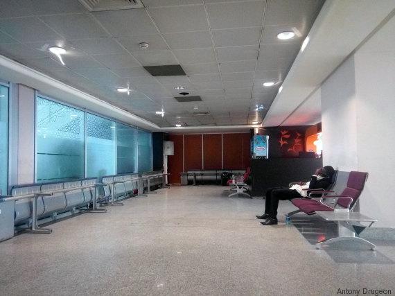 salle attente etrangers transit aéroport maroc