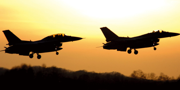 2008 국방화보 Rep. of Korea, Defense Photo Magazine석양을 날고 있는 KF-16전투기 모습ROK AF KF-16s flying on the Background of the setting sun