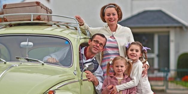 Einfamilienhaus, Käfer, Familienidylle: Mit dem wirtschaftlichen Aufschwung der 50er Jahre gehörten diese Dinge zum guten Ton