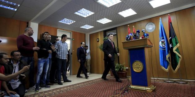 Le chef du gouvernement d'union nationale libyen, Fayez al-Sarraj, lors d'une conférence de presse à son arrivée le 30 mars 2016 à Tripoli