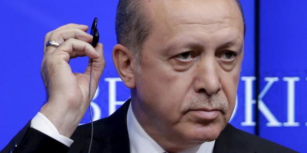 """""""Wir schränken die Medienfreiheit nicht ein"""": Mit diesem Interview macht sich Erdogan lächerlich"""