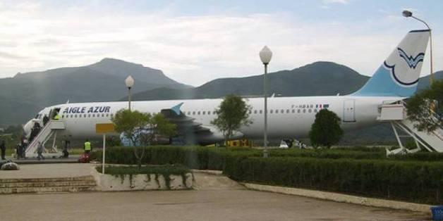 Un avion de la compagnie Aigle Azur à l'aéroport de Bejaia (archives)