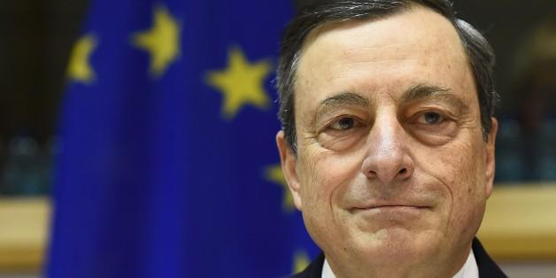 EZB erwägt 1300 Euro Geldgeschenk für jeden Bürger.