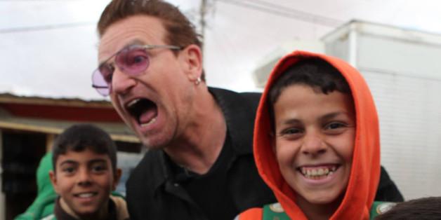 Bono besucht Flüchtlingslager in der Türkei - sehr zur Freude der Kinder