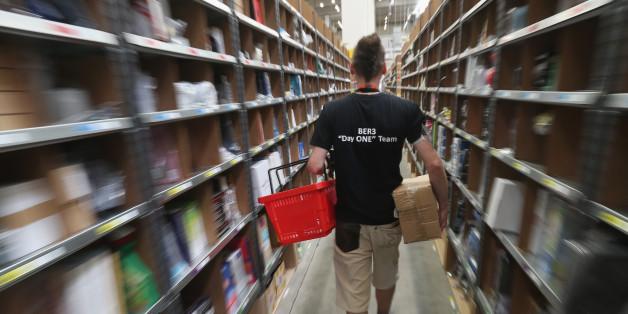 Arbeiter in einem Amazon-Zentrum (Symbolfoto)
