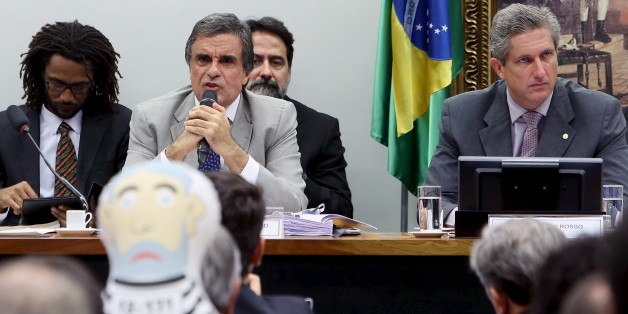 "Brazil's General Attorney Jose Eduardo Cardozo (2nd L) speaks while a congressman holds an inflatable doll known as ""Pixuleco"" depicting Brazil's former President Luiz Inacio Lula da Silva during the session of the impeachment committee against Brazilian President Dilma Rousseff in Brasilia, Brazil, April 4, 2016. REUTERS/Adriano Machado"