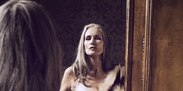 A 56 ans, Nicola Griffin est mannequin lingerie (et sublime)