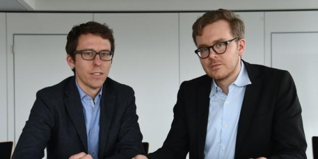 Journalistes allemands Bastian Obermayer (d) et Frederik Obermayer (g) le 7 avril à Munich dans le sud de l'Allemagne au siège du quotidien Süddeutsche Zeitung