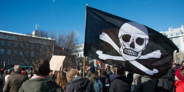 Des milliers d'Islandais manifestent pour demander des élections immédiates, le 9 avril 2016 à Reykjavik