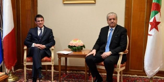 Le Premier ministre algérien Abdelmalek Sellal (D) lors d'une rencontre avec son homologue français Manuel Valls, le 10 avril 2016 à Alger