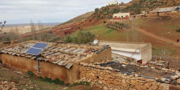 Des milliers de panneaux solaires pour électrifier des zones rurales marocaines