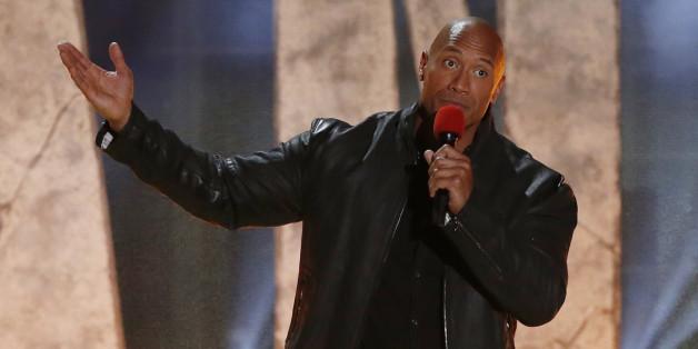Dwayne Johnson präsentiert die MTV Movie Awards 2016 (hier in der Show 2015 zusehen)