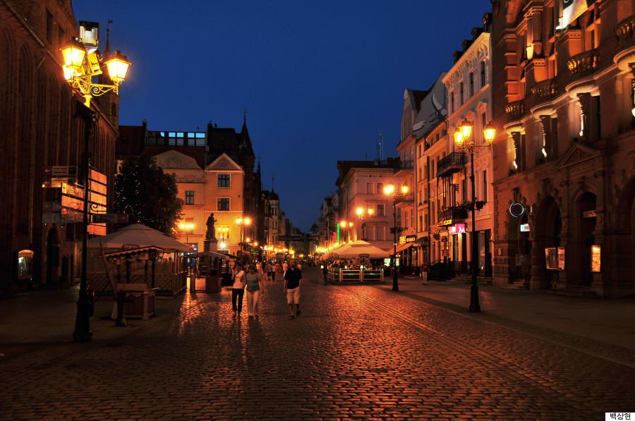 밤이 낮보다 아름다운 유럽 소도시 10곳