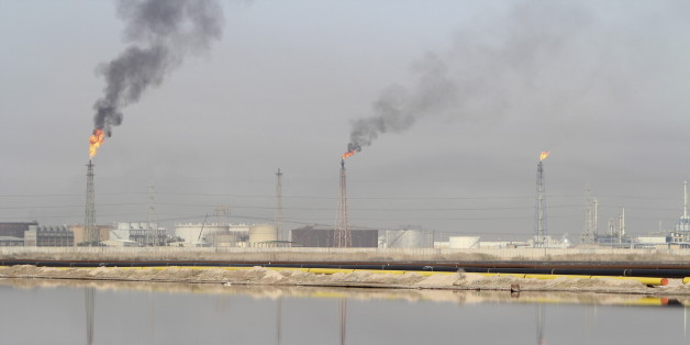 A general view shows a lake of oil at Al-Sheiba oil refinery in the southern Iraq city of Basra, in this January 26, 2016 file photo. REUTERS/Essam Al-Sudani/Files
