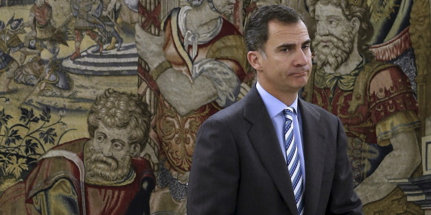 Spanish King Felipe waits for the start of a meeting at Zarzuela palace in Madrid, Spain, January 29, 2016. Picture taken January 29. REUTERS/Ballesteros/Pool
