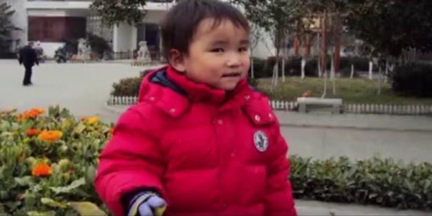 Der kleine Chen veränderte das Leben von drei Menschen.