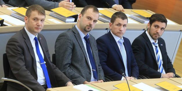 André Poggenburg (l-r), Daniel Roi, Matthias Büttner und Tobias Rausch, sitzen in der ersten Reihe der AfD-Fraktion, aufgenommen am 12.04.2016 während der Konstituierung des neuen Landtages im Plenarsaal in Magdeburg (Sachsen-Anhalt)