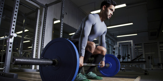 Das Kreuzheben zählt zu den wichtigsten Fitness-Übungen.
