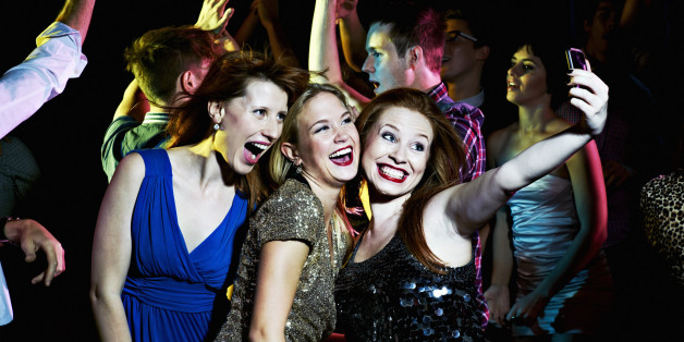 16 Zeichen, an denen ihr Mütter beim Feiern im Club erkennt