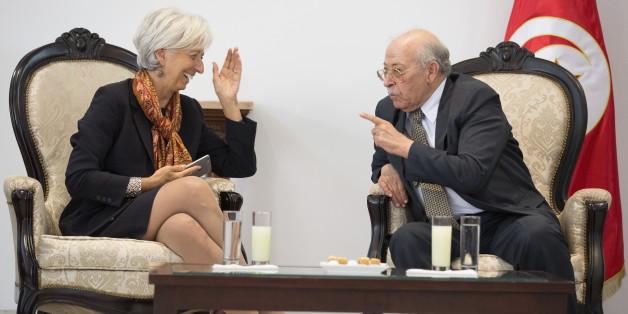 Chadly Ayari, gouverneur de la Banque centrale de Tunisie (à droite), discutant avec Christine Lagarde, présidente du Fonds monétaire international (à gauche).