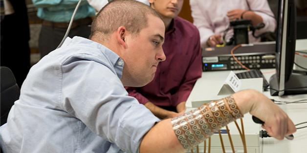 Ian Burkhart, tétraplégique, est parvenu à utiliser sa main grâce à un logiciel
