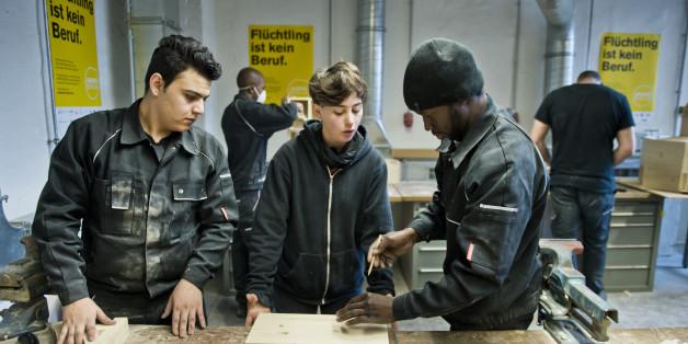 Flüchtlinge bei einem Lehrgang