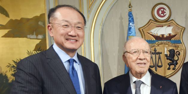 Tunisian President Beji Caid Essebsi (C), flanked by UN chief Ban Ki-moon (R) and World Bank chief Jim Yong Kim, poses for a picture during a meeting on March 28, 2016 at the Carthage Palace in Tunis. / AFP / FETHI BELAID        (Photo credit should read FETHI BELAID/AFP/Getty Images)