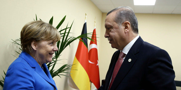 Turkey's President Recep Tayyip Erdogan, right, and German Chancellor Angela Merkel shake hands during the COP21, United Nations Climate Change Conference, in Le Bourget, outside Paris, France, Monday, Nov. 30, 2015. (Yasin Bulbul, Presidential Press Service, Pool via AP)