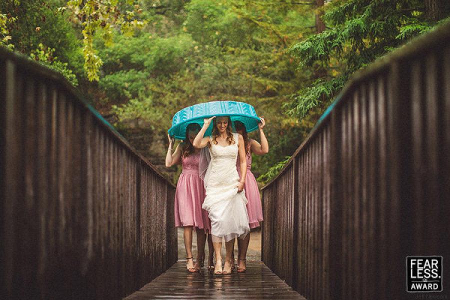 novia puente lluvia