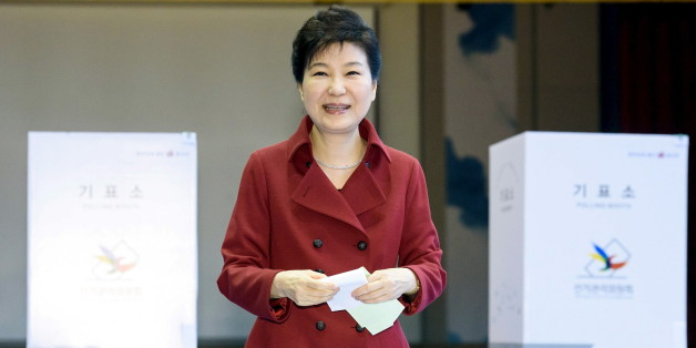 South Korean President Park Geun-hye casts her ballot at a polling station in Seoul, in this handout picture provided by the Presidential Blue House and released by News1 on April 13, 2016.  REUTERS/The Presidential Blue House/News1 ATTENTION EDITORS - THIS IMAGE HAS BEEN SUPPLIED BY A THIRD PARTY. FOR EDITORIAL USE ONLY. NOT FOR SALE FOR MARKETING OR ADVERTISING CAMPAIGNS. SOUTH KOREA OUT. NO COMMERCIAL OR EDITORIAL SALES IN SOUTH KOREA. FOR EDITORIAL USE ONLY. NO RESALES. NO ARCHIVES. THIS IMA