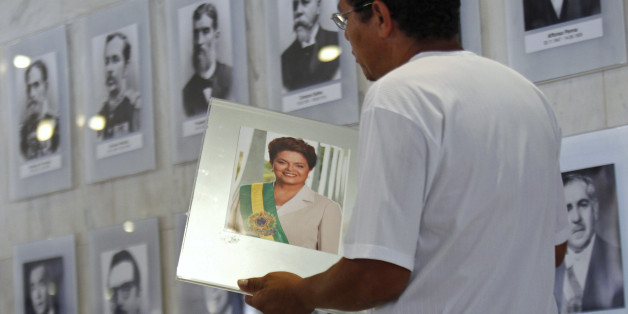 Dilma Rousseff pourrait être le deuxième chef d'Etat brésilien à connaître une destitution en 24 ans (Photo: un portrait de la présidente brésilienne, en février 2011)