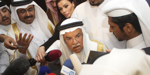 Saudi Arabia's Oil Minister Ali al-Naimi (C) speaks to the media following a meeting with Qatar's Energy Minister Mohammad bin Saleh al-Sada, Russia's Energy Minister Alexander Novak, and Venezuela's Oil Minister Eulogio del Pino in Doha, Qatar February 16, 2016. REUTERS/Naseem Zeitoon