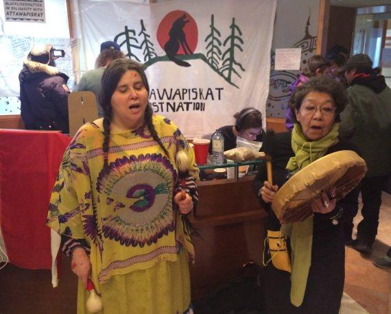 attawapiskat protest indigenous affairs office