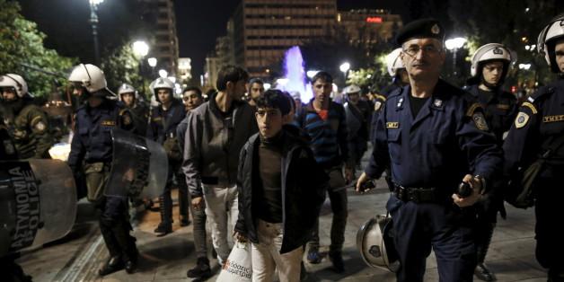 Griechische Polizei räumt Flüchtlingslager in Piräus