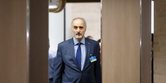 Le négociateur en chef, et ambassadeur de la Syrie aux Nations unies, Bachar al-Jaafari, arrive à une séance de négociations entre Damas et l'ONU, à Genève, le 18 avril 2016