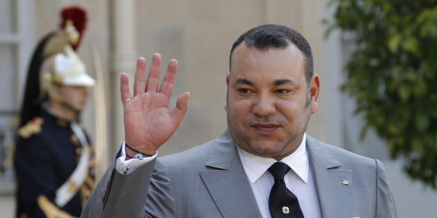 Morocco's King Mohammed VI waves after talks with France's President Francois Hollande at the Elysee Palace in Paris May 24, 2012.  REUTERS/John Schults   (FRANCE - Tags: POLITICS ROYALS)