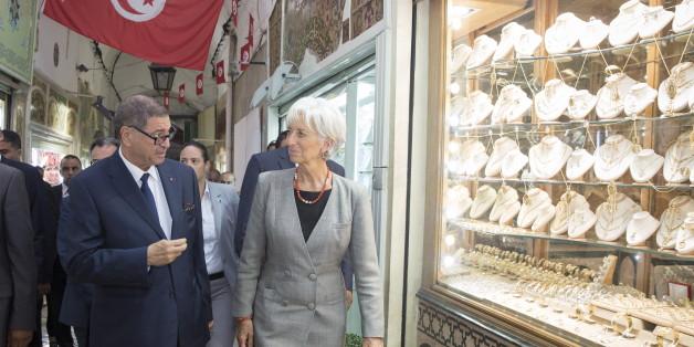 Le chef du gouvernement Habib Essid avec la directrice du Fonds monétaire international, Christine Lagarde.