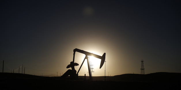 A pump jack is seen at sunrise near Bakersfield, California October 14, 2014. Brent crude hit a new four-year low on Wednesday before recovering to just under $85 a barrel, as faltering global growth curbed demand for fuel at a time of heavy oversupply. Oil saw its biggest daily fall in more than three years on Tuesday after the West's energy watchdog slashed its forecasts for world oil demand for this year and 2015. Picture taken October 14, 2014. REUTERS/Lucy Nicholson (UNITED STATES - Tags: E