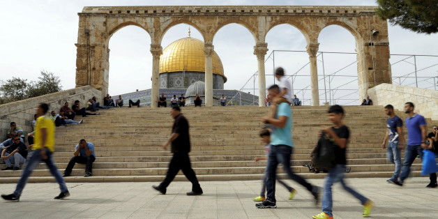"The Dome of the Rock is seen in the background as Palestinians wait for Friday prayers to begin on the compound known to Muslims as Noble Sanctuary and to Jews as Temple Mount in Jerusalem's Old City October 23, 2015. Palestinian factions called for mass rallies against Israel in the occupied West Bank and East Jerusalem in a ""day of rage"" on Friday, as world and regional powers pressed on with talks to try to end more than three weeks of bloodshed. Israeli authorities also lifted restrictions on Friday that had banned men aged under 40 from using the flashpoint al-Aqsa mosque compound in Jerusalem's Old City - a move seen as a bid to ease Muslim anger. REUTERS/Ammar Awad"