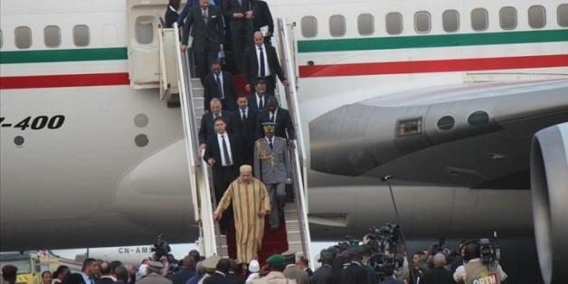 Qui accompagne le roi à Riyad?