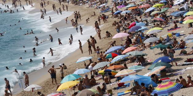Ziel für Terroristen? Touristen am Strand Platja d'Aro in Spanien