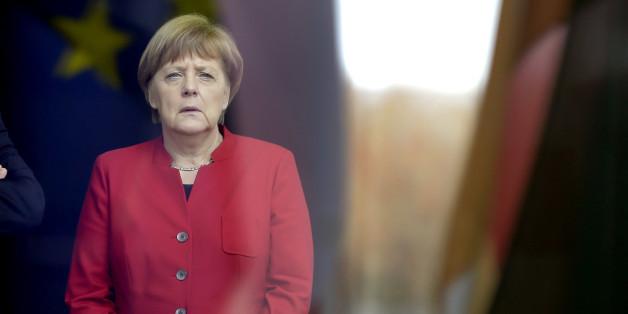 Merkel büßt leicht bei den Wählern ein.
