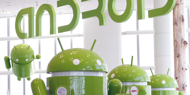 Android mascots are lined up in the demonstration area at the Google I/O Developers Conference in the Moscone Center in San Francisco, California, May 10, 2011. REUTERS/Beck Diefenbach   (UNITED STATES - Tags: SCI TECH BUSINESS)