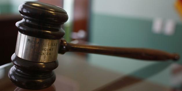 Richter spricht 14-Jährige frei, die ihren Vergewaltiger erstochen hat