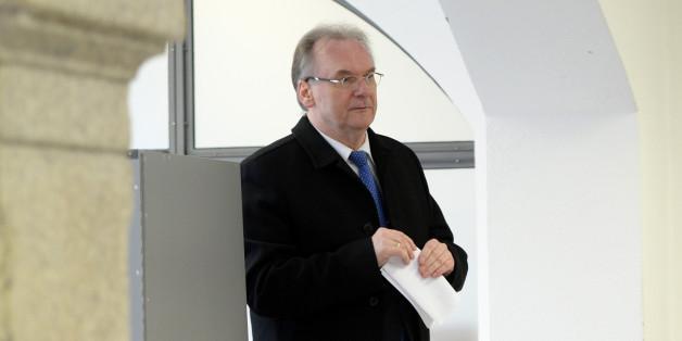 Ministerpräsident Reiner Haseloff bei der Stimmabgabe
