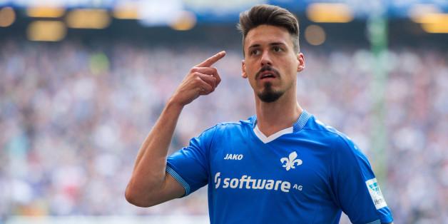 """Bundesliga-Stürmer Sandro Wagner vom SV Darmstadt 98 findet: """"Fußballer verdienen eher zu wenig"""" (Archivbild)"""
